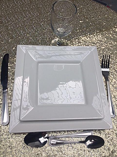 Kit Vaisselle 2 assiettes + 1 Verre + 4 couverts- location